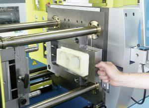 Größeres Format: Das Werkzeugwechselsystem zur Aufnahme 3D-gedruckter Formeinsätze gibt es nun auch für die größeren Boy 25 E und Boy 35 E. (Foto: Boy)