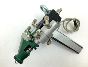 Der 2K-Mischkopf LC5/2 (mit Pneumatikmodul) ist nach dem Re-Design gewichtsreduziert, auf den Anschluss von Temperatursensorik und Heizpatronen vorbereitet und besitzt einen vergrößerten Anschlussquerschnitt sowie eine strömungstechnisch optimierte Innengeometrie. (Foto: Tartler)