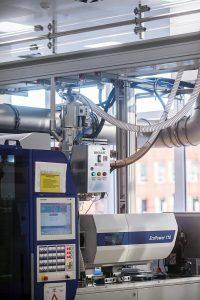 Jeder der Drucklufttrockner hat eine lokale Steuerung, die über Profibus mit der Zentralsteuerung kommuniziert. (Foto: Motan-Colortronic)