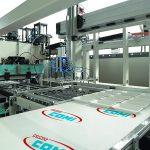 Die neue Serie ACF verarbeitet zahlreiche Materialien zu Verpackungen und Trays. (Foto: Amut Comi)