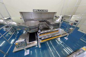 Das Simultan-Streckverfahren Lisim erfreut sich einer verstärkten Nachfrage und ist jetzt für 6,6 m breite Folien erhältlich. (Foto: Brückner Maschinenbau)