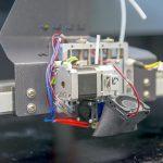 Druckkopf der Anlage X1000 der German RepRap im IKV-Technikum für additive Fertigung. (Foto: IKV)