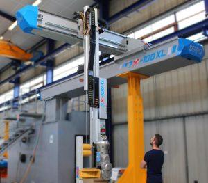 Der Roboter7X 100XL, der seine Weltpremiere bei Sepro auf der K 2016 feiert, ist wahrscheinlich der größte Roboterauf der Weltleitmesse. (Foto: Sepro)