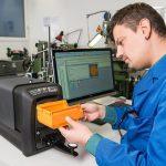 Farbanalyse mit dem Tischspektralfotometer Ci7800 in Anwendung mit der Software Color iMatch. (Foto: X-Rite)