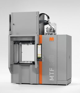 Ergonomisch angepasste Vertikalmaschine MTF 1500/250 mit neuem Schließeinheitskonzept, ergonomischer Bedienhöhe und verbesserter Plattenparallelität. (Foto: Maplan)