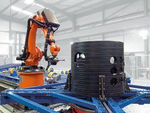 Die Roboterfräsanlage bearbeitet Rohre und Formteile mit Außendurchmessern von bis zu 3.800 mm und einer Länger von 16 m. (Foto: Riexinger)