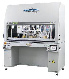 Die standardisierte Sondermaschine Ecoflex eignet sich für Bauteile mit kleinem oder mittlerem Format. (Foto: Sonotronic)