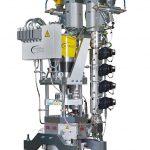 Der vertikal montierbare Extruder mit seiner Ausstoßleistung von 55 kg/h eignet sich beispielsweise für die Nachrüstung einer Mono-Anlagen zur Dreischichtanlage zur Herstellung von Stapelkanistern. (Foto: W. Müller)