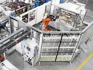 Blick in die Automation: Dank des vollautomatisierten Prozesses ist eine durchgehend hohe Qualität der fertigen Bauteile garantiert. (Foto: Krauss Maffei)