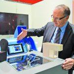 Hagen Mosser präsentiert auf dem EVOlizer gedruckte technische Bauteile. (Foto: K-AKTUELL)