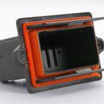 Typische Bauteile für das neue LSR sind Steckergehäuse mit aufgespritzter Radialdichtung für die Automobilelektrik und -elektronik. (Foto: Wacker)