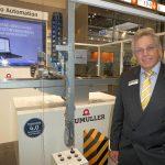 """Joachim Weissenberger, Verkaufsleiter Export, erklärte: """"Die Steuerung der Handlingeinheit lässt sich über eine Euromap 67-Schnittstelle sowohl in bestehende als auch neue Fertigungssysteme integrieren."""""""