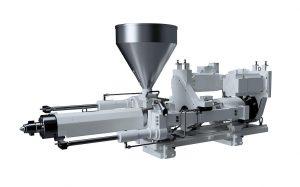 Das Spritzaggregat mit zwei parallelen Aggregatzylindern baut Düsenanlagekräfte schnell und symmetrisch auf. (Foto: Krauss Maffei)