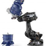 Auf der K war er ein Highlight: Der neue Robotermischer, der vollautomatisiert unabhängig von der Größe des Mischbehälters arbeitet und Reinigungszeiten stark verkürzt. (Foto: MTI Mischtechnik)