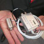 Es ist kleiner als ein Handteller: das Infrarot-Thermometer CT P3. (Foto: Optris)
