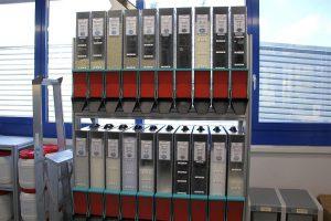 Lagerung des Materials im klimatisierten Raum in unmittelbarer Nähe zu den Maschinen. (Foto: Rohde & Schwarz)