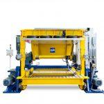 Frimo: Teppichhinterschäumen mit vollelektrischem Werkzeugträger
