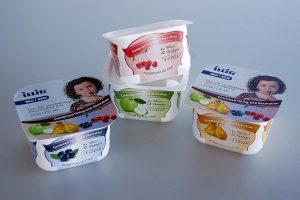 Die Mehrspurigkeit der FSL 48 ermöglicht das Abfüllen von Produktfamilien, beispielsweise mit unterschiedlicher Geschmacksrichtung, in individuell durch IML-Thermoformen dekorierte Packungen. (Foto: Illig)