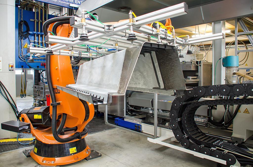 Institut fur leichtbau und kunststofftechnik