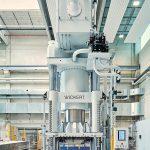 Auf der Presse WKP 25000 S werden momentan vor allem Pkw-Strukturbauteile für die Elektromobilität gefertigt. (Foto: TU Chemnitz)
