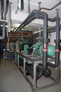 Die neue Kälteanlage bei OBO Bettermann erbringt eine jährliche Einsparung von über 98.000 EUR. (Foto: L&R Kältetechnik)