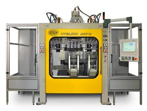 Die Hyblow 407 D mit C-Rahmen-Schließeinheit ermöglicht die prozesssichere Herstellung von EPET-IV-Flaschen mit Entbutzung und gerichteter Flaschenübergabe integriert in der Maschine. (Foto: Bekum)
