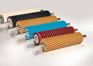 Streifenwickelanlagen verarbeiten ein breites Mischungsspektrum und beschichten einfach Walzen, Sleeves oder Rohre. (Foto: Krauss Maffei Berstorff)