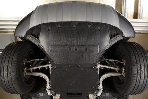 Mit Verbundwerkstoffen der Marke Tepex werden nahezu unzerstörbare Motorraumverkleidungen sowie Tank- und Tunnelabdeckungen hergestellt. (Foto: Lanxess)