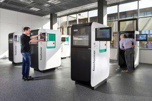 Im neuen Arburg Prototyping Center werden Musterteile für Kundenanfragen hergestellt. (Foto: Arburg)