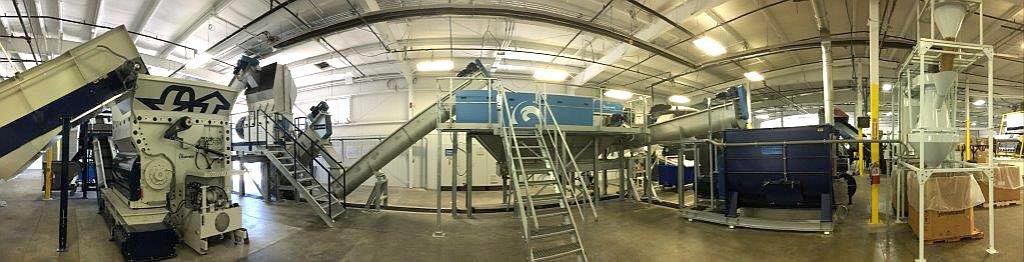 Waschlinie von Lindner: An den Einwellen-Vorzerkleinerer Micromat Plus schließen sich ein Floater, ein Twister und ein Graviter an, letztlich gefolgt von einem Trockner und einem Air-Wash-System. (Foto: Lindner washTech)