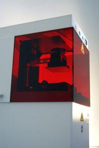 Mit dem neuen 3D-Labordrucker können PTFE-Formteile direkt aus Konstruktionsdaten werkzeuglos hergestellt werden. (Foto: Dyneon)
