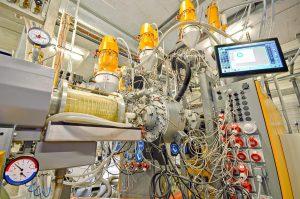 Mehrschichtanlage zur Herstellung 5-schichtiger PE-RT Rohre bei Enetec. (Foto: Krauss Maffei Berstorff)