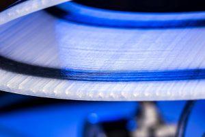 Detail der gedruckten Flügelvorderkante. (Foto: DLR)