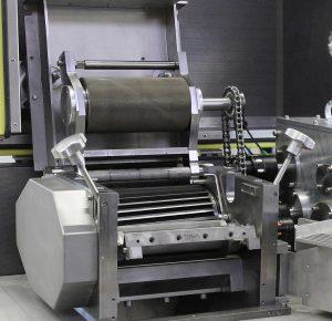 Schneidkopf mit angetriebener oberer Einzugswalze in der Stranggranulieranlage ips-SGA 220/2. (Foto: IPS)