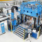 Mit dem neuen MX-Formenträger im Leichtbau-Technikum treibt Krauss Maffei die Entwicklung auf dem Gebiet der faserverstärkten Kunststoffe voran. (Foto: Krauss Maffei)