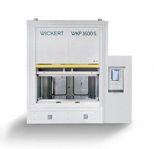 Die Hochtemperatur-Vakuumpresse WKP S 1600 ist eine Alternative zur Composite-Verarbeitung in Autoklaven. (Foto: Wickert)
