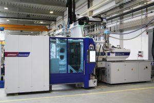 MacroPower 700/3400 mit Roboter W843 pro. (Foto: Wittmann Battenfeld)