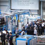 Hennecke: Kompakte Blockschaumanlage im Live-Betrieb