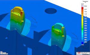 Die Temperaturverteilung im Werkzeug zeigt den Nutzen einer anderen Werkzeuglegierung. Links: Werkzeugkern aus P20 Werkzeugstahl mit einem Hotspot in einem kritischen Bereich. Rechts: der Kern aus einer Kupfer-Beryllium-Legierung reduziert die Wärmekonzentration. (Abb.: Proplas S.A.)