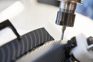 Der Roboter muss bei der Bearbeitung eine Genauigkeit von 0,1 mm erreichen. (Foto: MBFZ)