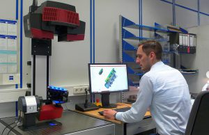 Mit der Streifenlichtmessung schließt Weiss den Kreis von der CAD-Zeichnung über die Kunststoffverarbeitung bis zurück zum CAD-Datensatz. (Foto: Weiss Kunststoffverarbeitung)