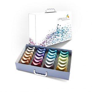 Show-Box mit 24 halbmond-förmigen, farbigen Mustern. (Foto: Lifocolor)