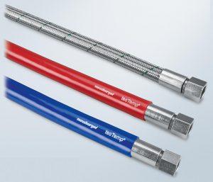 Der Hochtemperaturschlauch ist als rote und blaue Ausführung in abgestuften Längen erhältlich. (Foto: Meusburger)