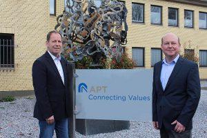 Gute Zusammenarbeit zwischen APT und Sikora: Peter Hügen, Sikora-Vertriebsingenieur (l.) und Erich Kipping, APT-Geschäftsführer (r.). (Foto: Sikora)