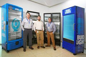 Ein starkes Team (v.l.): Gerardo Manrique (Operations Director Criotec), Angel Gonzalez (Manager Reaction Process Machinery KraussMaffei in Mexiko) und Felipe Nuñez (Manufacturing Manager Criotec). (Foto: Krauss Maffei)