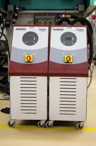 Temperiergeräte der Tempro-Serie. (Foto: Wittmann Battenfeld)