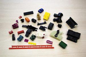 Auszug aus dem breiten Spektrum an bei PWF gefertigten Kleinteilen. (Foto: Wittmann Battenfeld)