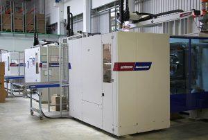 Neue Fertigungshalle bei Fröbel in Blaufelden mit Maschinen der PowerSerie. (Foto: Wittmann Battenfeld)