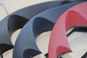 Maßgeschneiderte Compounds für technische Bauteile sowie Masterbatche für technische Kunststoffe gehören zum Portfolio von Grafe. (Foto: Grafe)