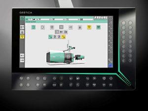 Die Gestica-Steuerung der Zukunft baut auf den Vorteilen der bewährten Selogica auf. Neue Features sind neben der Bedienung über Gesten ein hochauflösender Full-HD-Bildschirm (16:9), ein schwenk- und höhenverstellbares Bedienpanel sowie der smarte Easyslider. (Foto: Arburg)